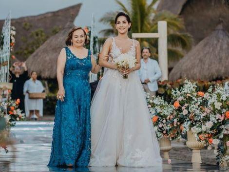Carmen Villalobos mother